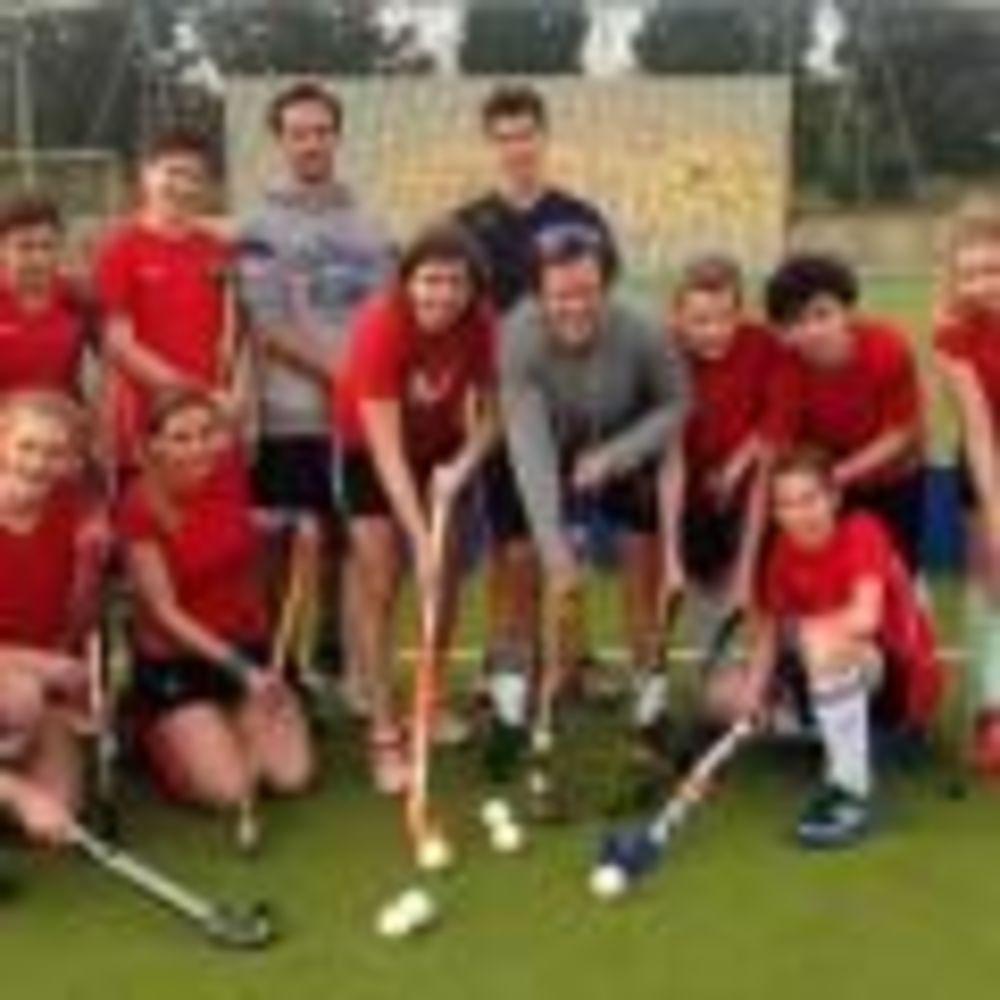 European School of English, хоккей на траве