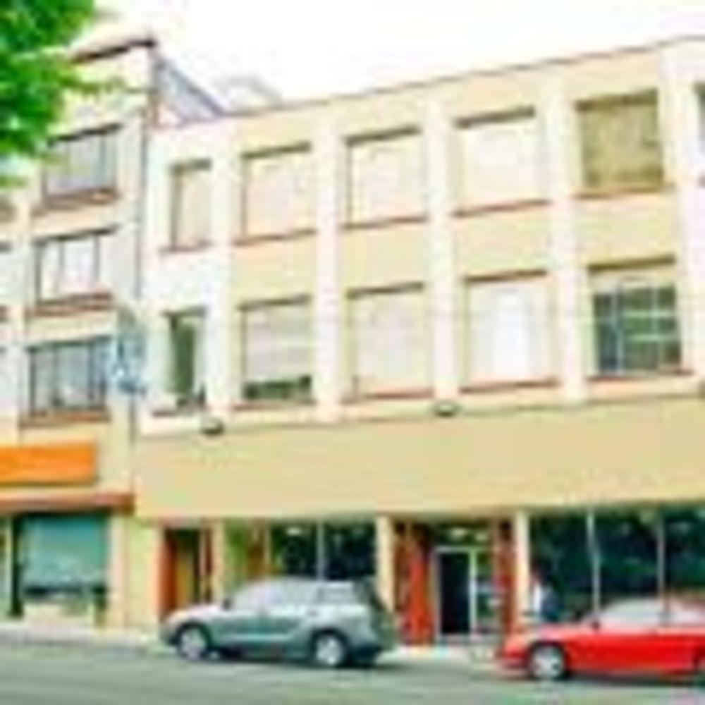 здание школы ILSC в Ванкувере