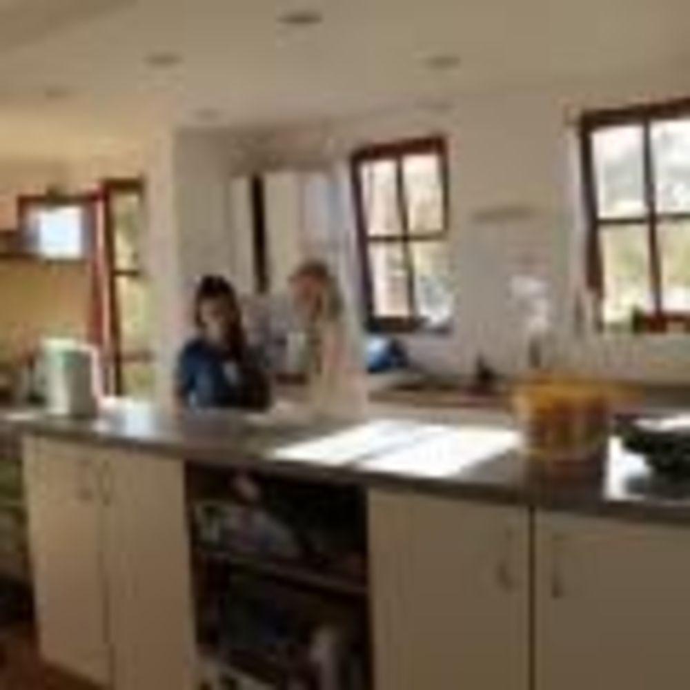кухня в резиденции Townshend International School