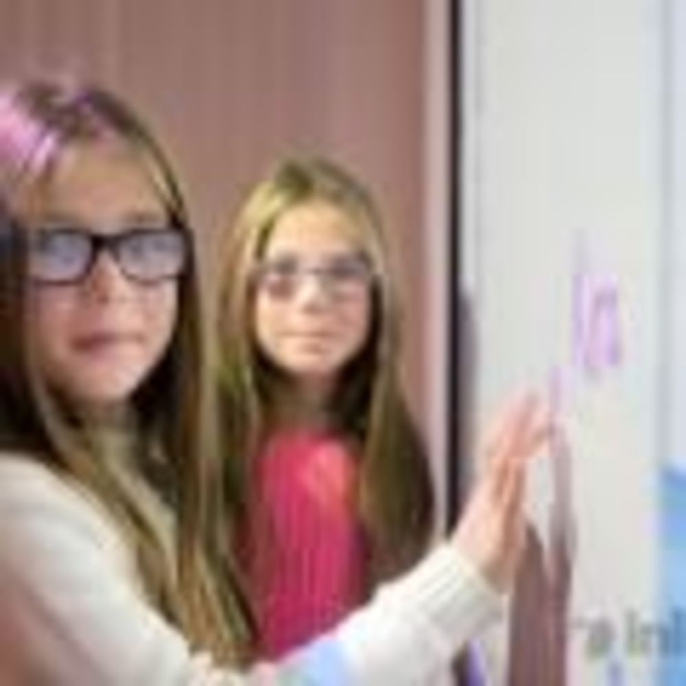 Inlingua Malta девочки в классе