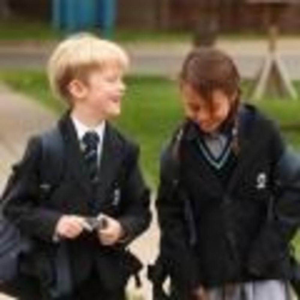 дети в школе King's Ely