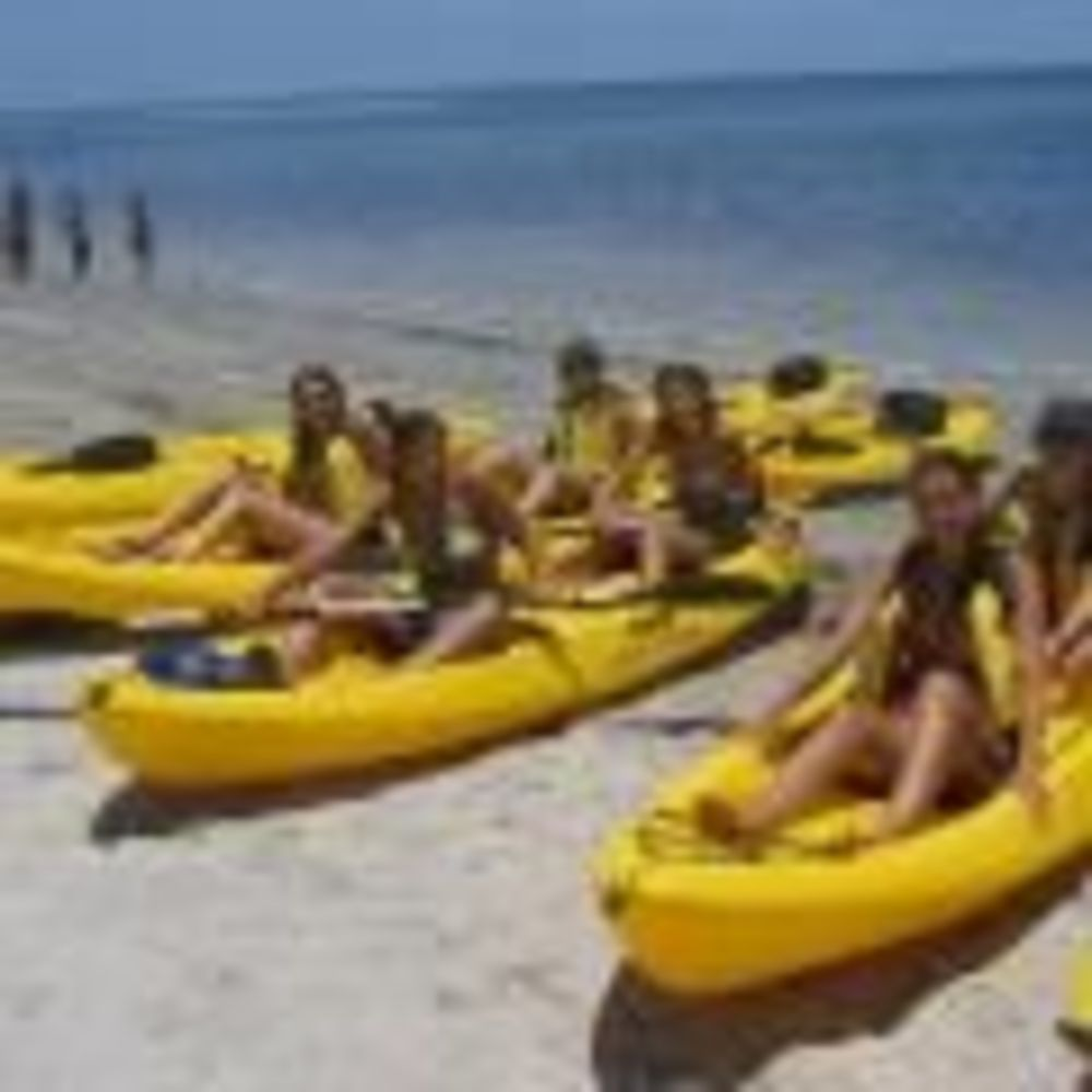 занятия каякингом в лагере OHLA Miami