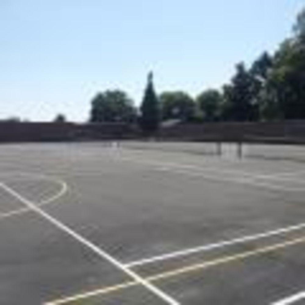 Корты King's Hall School. Аспект - Образование за рубежом
