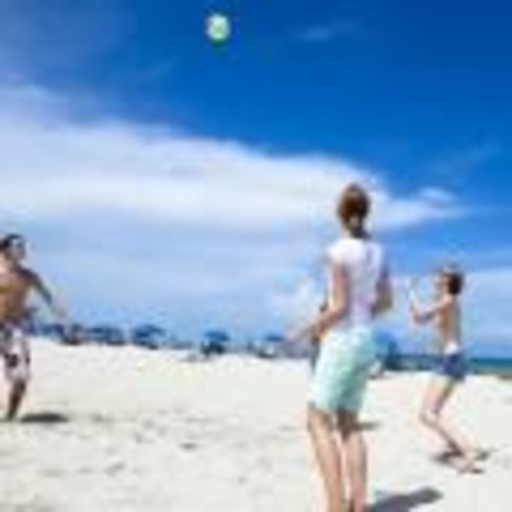 игра в пляжный волейбол в лагере LAL Boca Raton