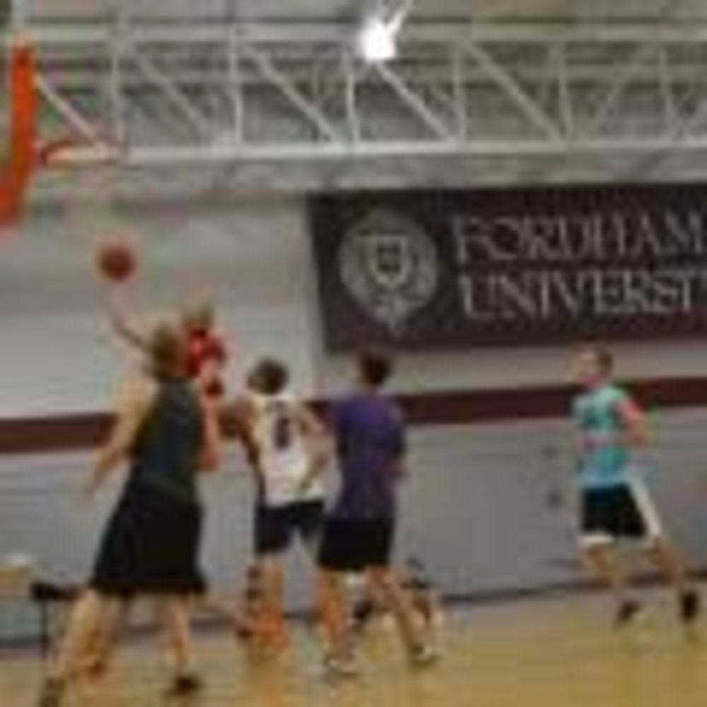занятия спортом в лагере LAL на кампусе Fordham University, Rose Hill