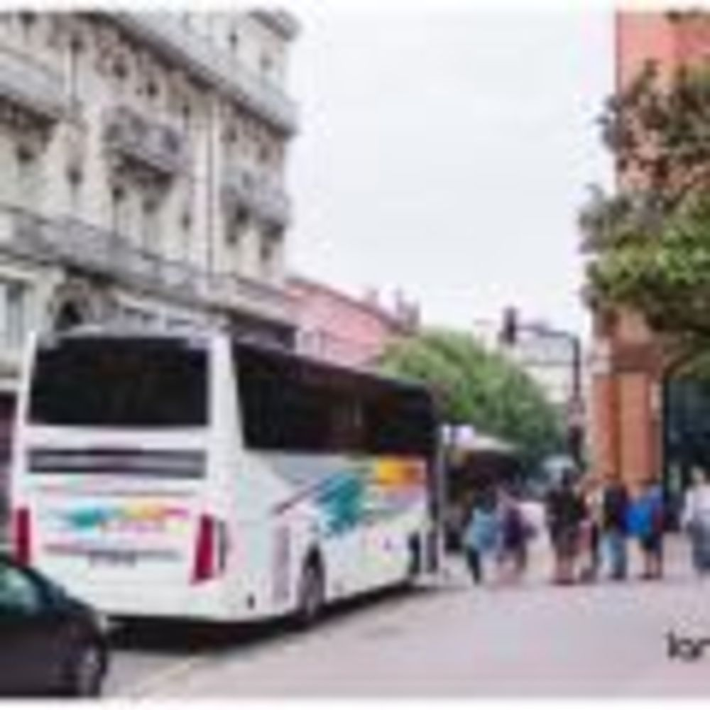 дети на автобусной экскурсии Langue Onze Toulouse