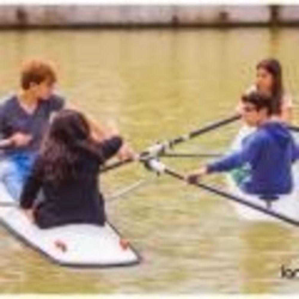 дети занимаются водным спортом Langue Onze Toulouse