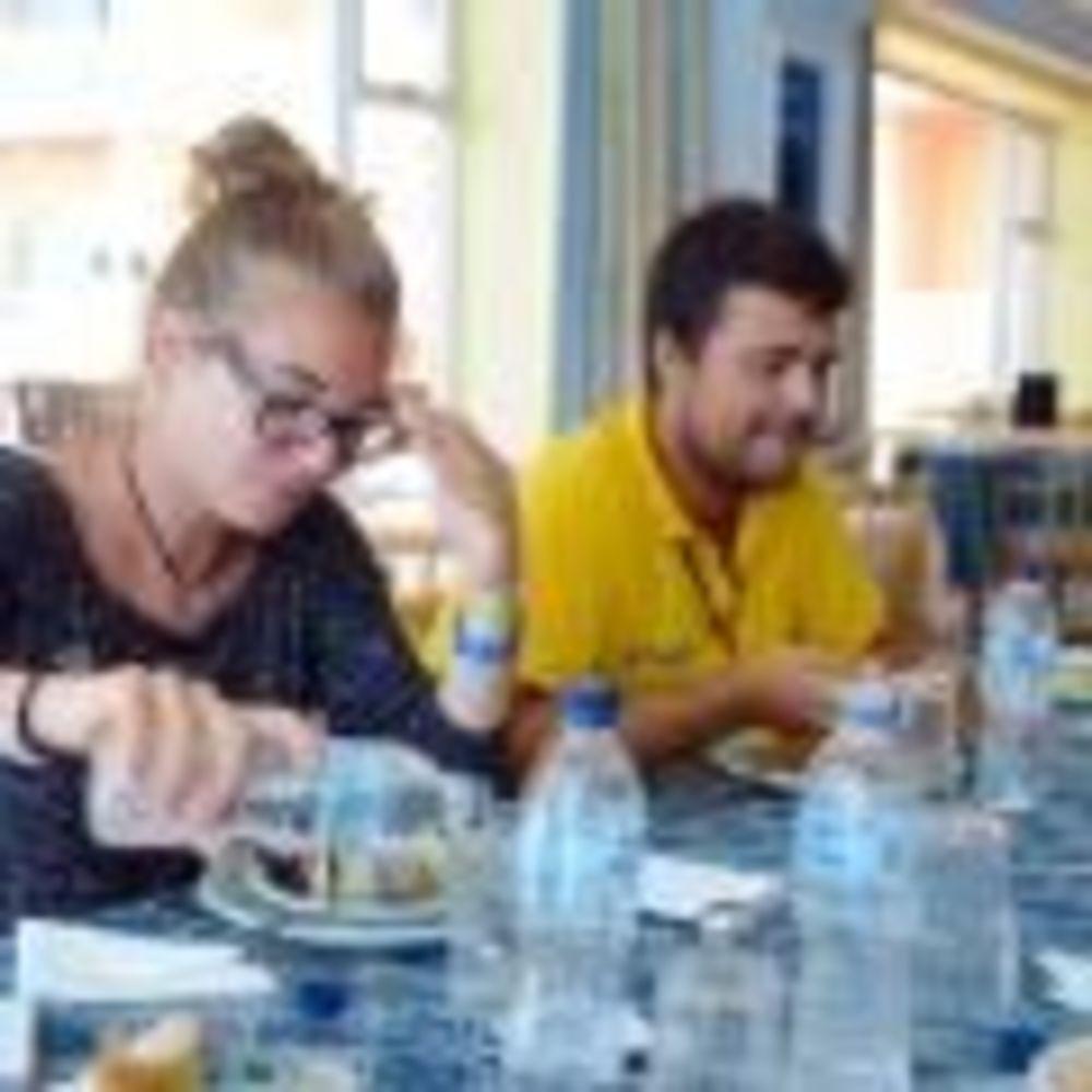 сотрудники обедают в отеле Clubclass Mellieha, Paradise Bay Hotel