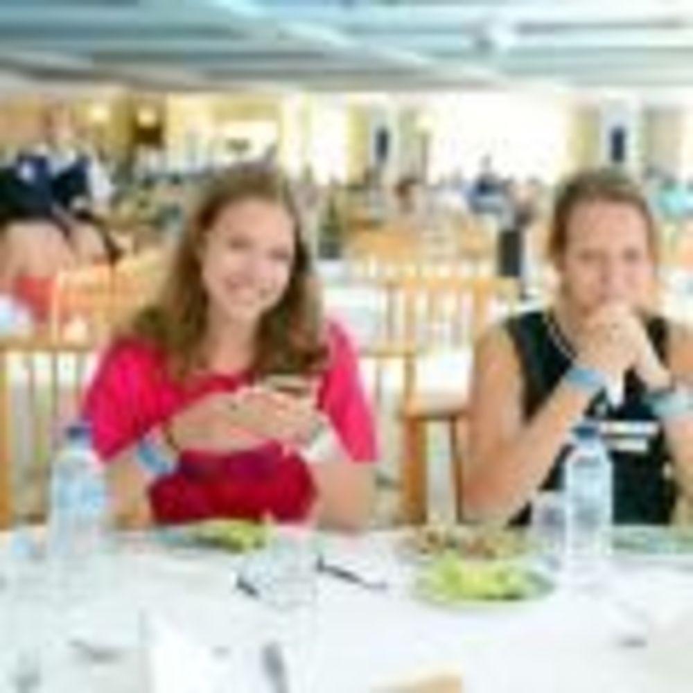 дети обедают в отеле Clubclass Mellieha, Paradise Bay Hotel