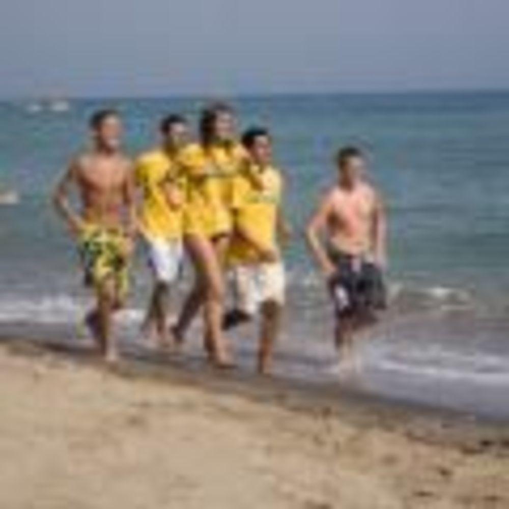 студенты на пробежке в лагере Marbella Albergue, Enfocamp