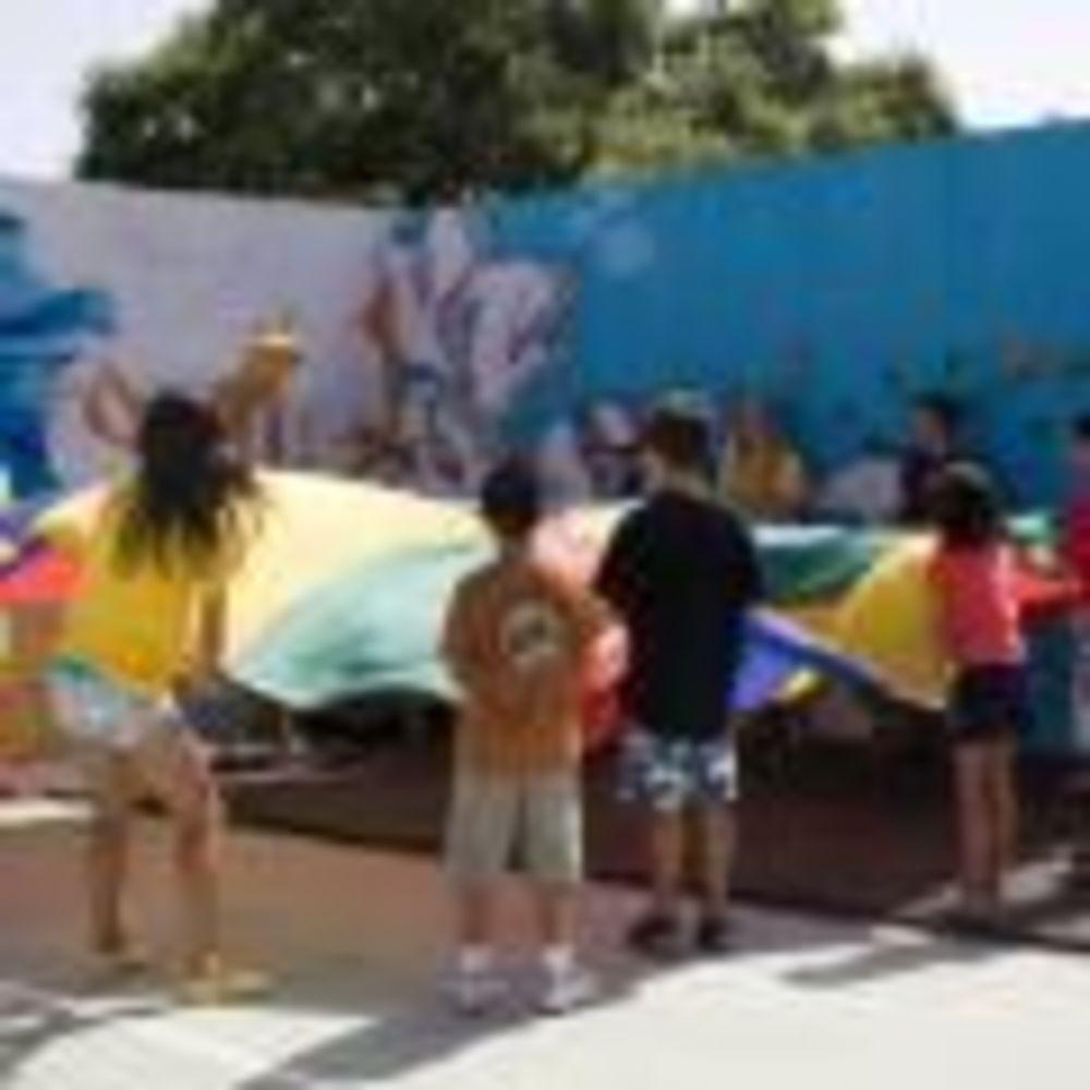 дети участвуют в мероприятиях в лагере Marbella Aleman, Enfocamp