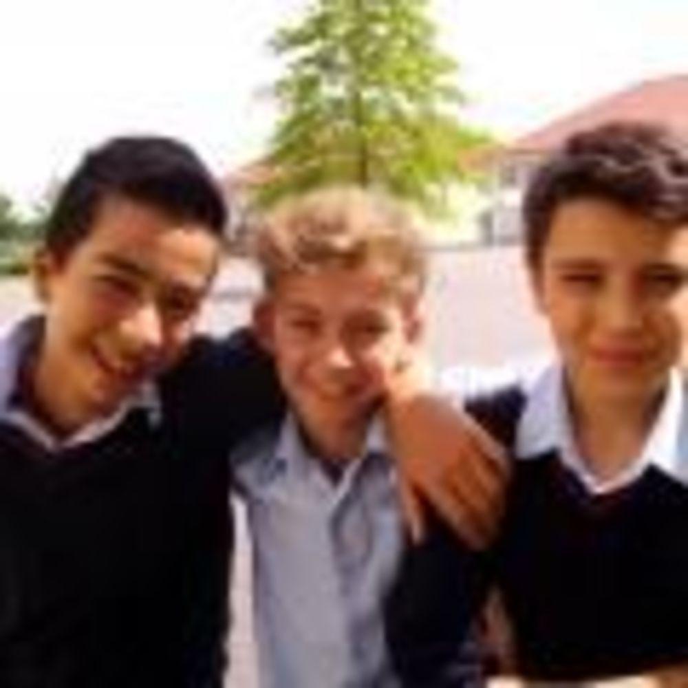 ученики в школе St. George's School Cologne