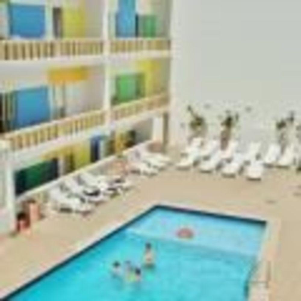 NSTS Malta резиденция с басейном