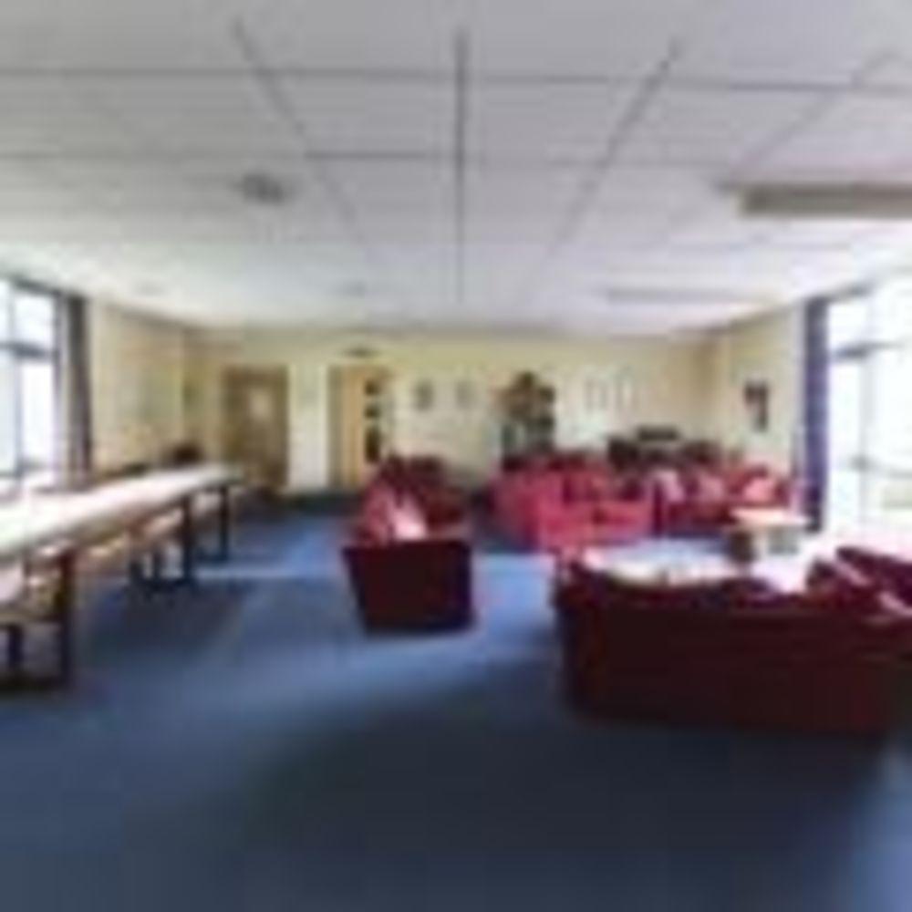 Общая комната Bath Downside. Аспект - Образование за рубежом.