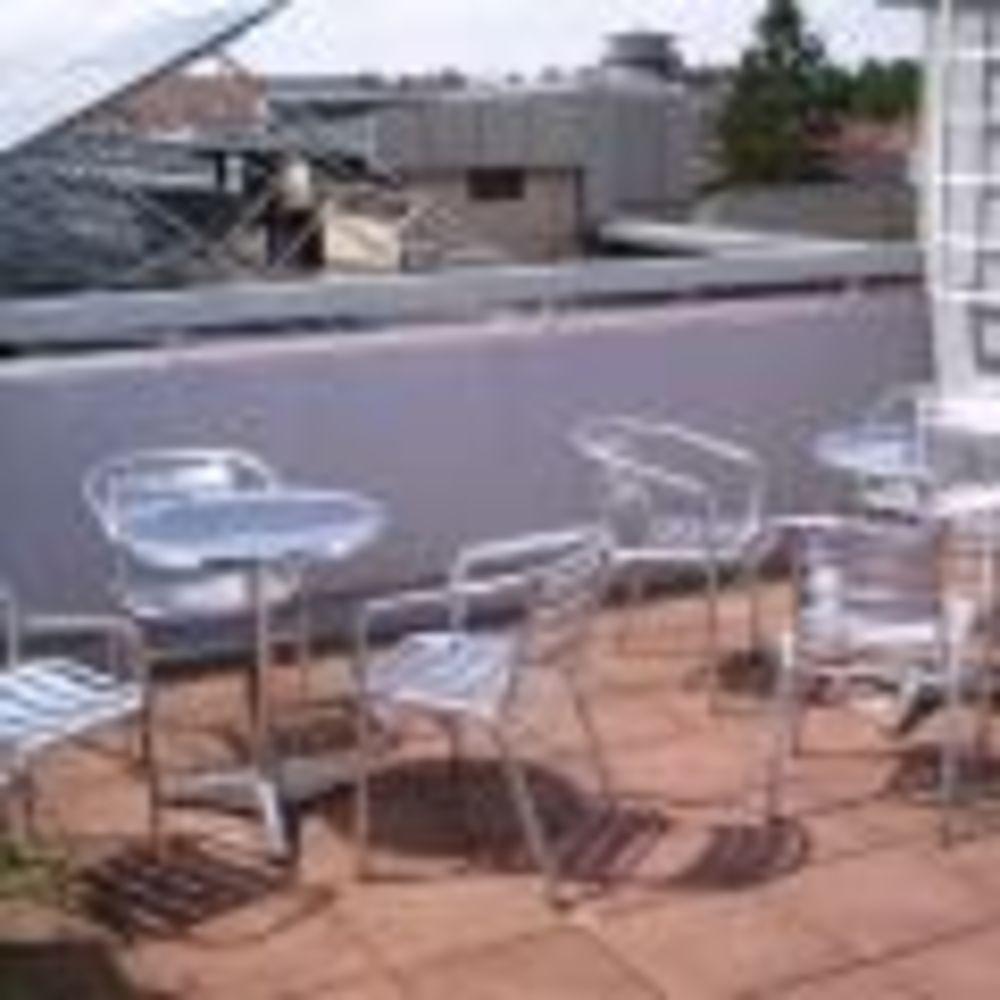 OISE Heidelberg столики на террасе в школе
