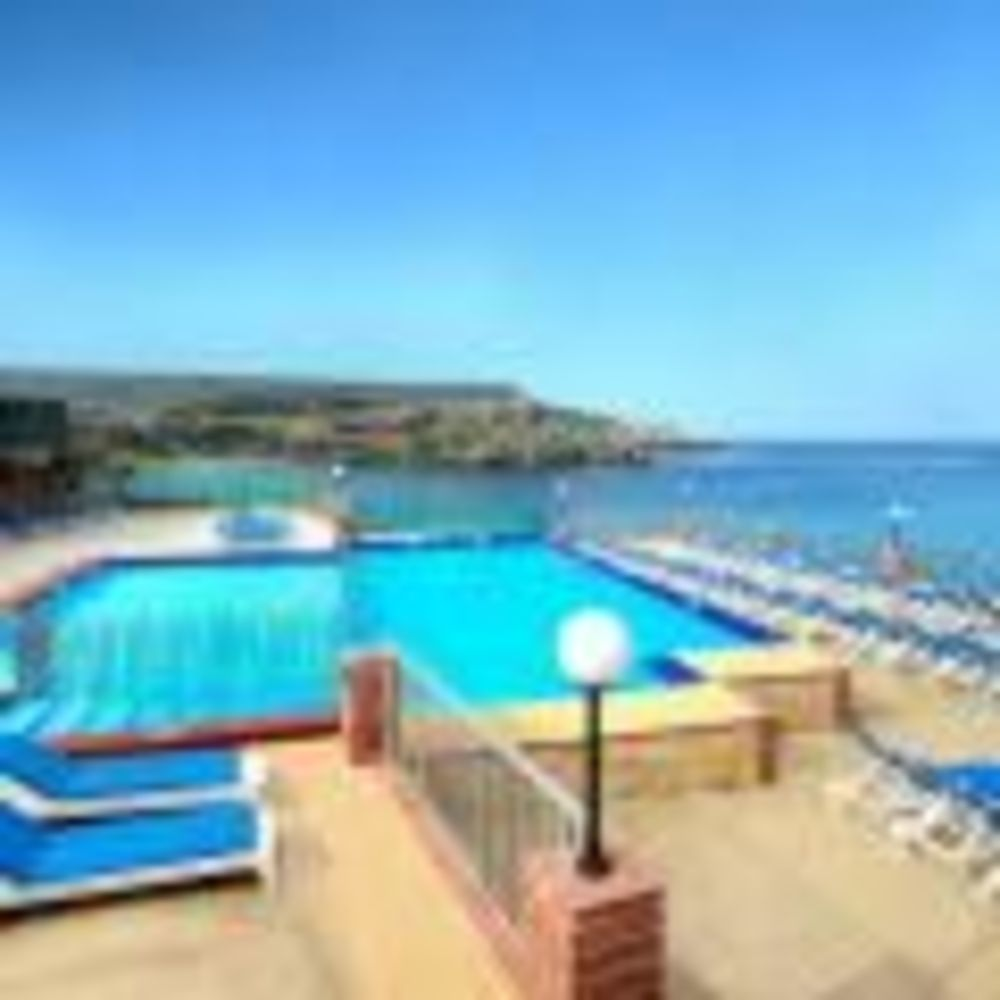 вид на территорию отеля Clubclass Mellieha, Paradise Bay Hotel