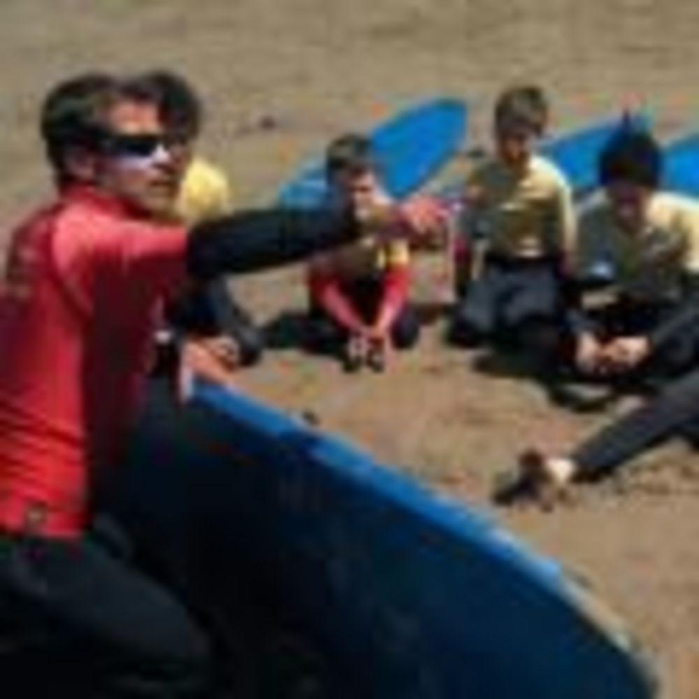 дети на пляже в лагере St John's International School Summer Camp