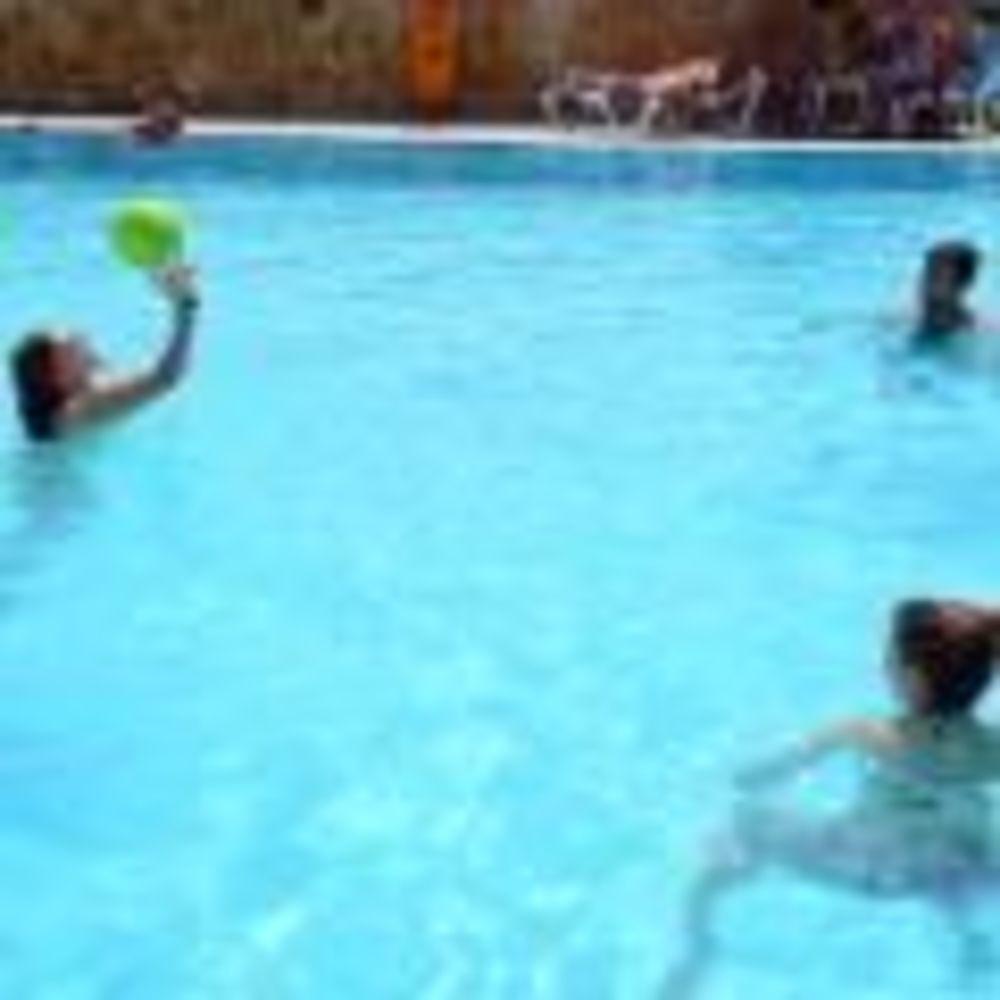 дети играют в бассейне Clubclass Mellieha, Paradise Bay Hotel