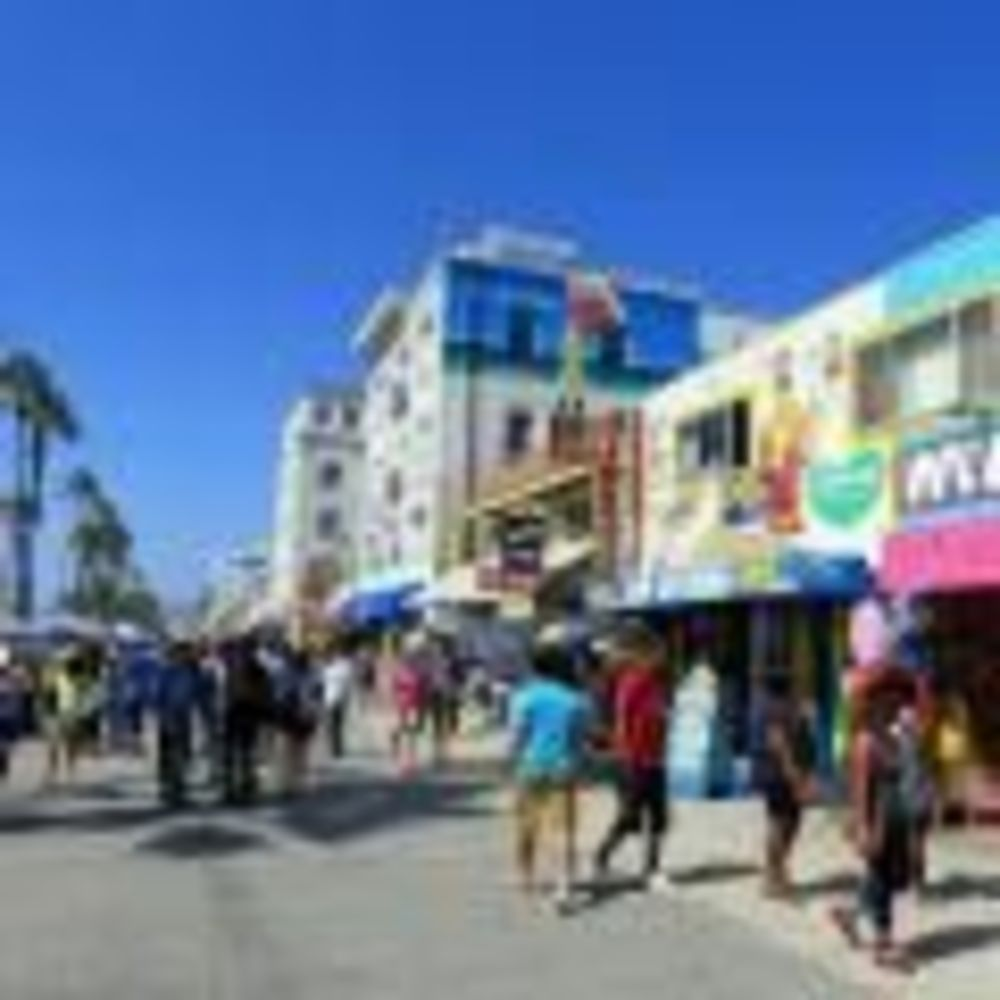 прогулка участников лагеря Tamwood по Venice Beach