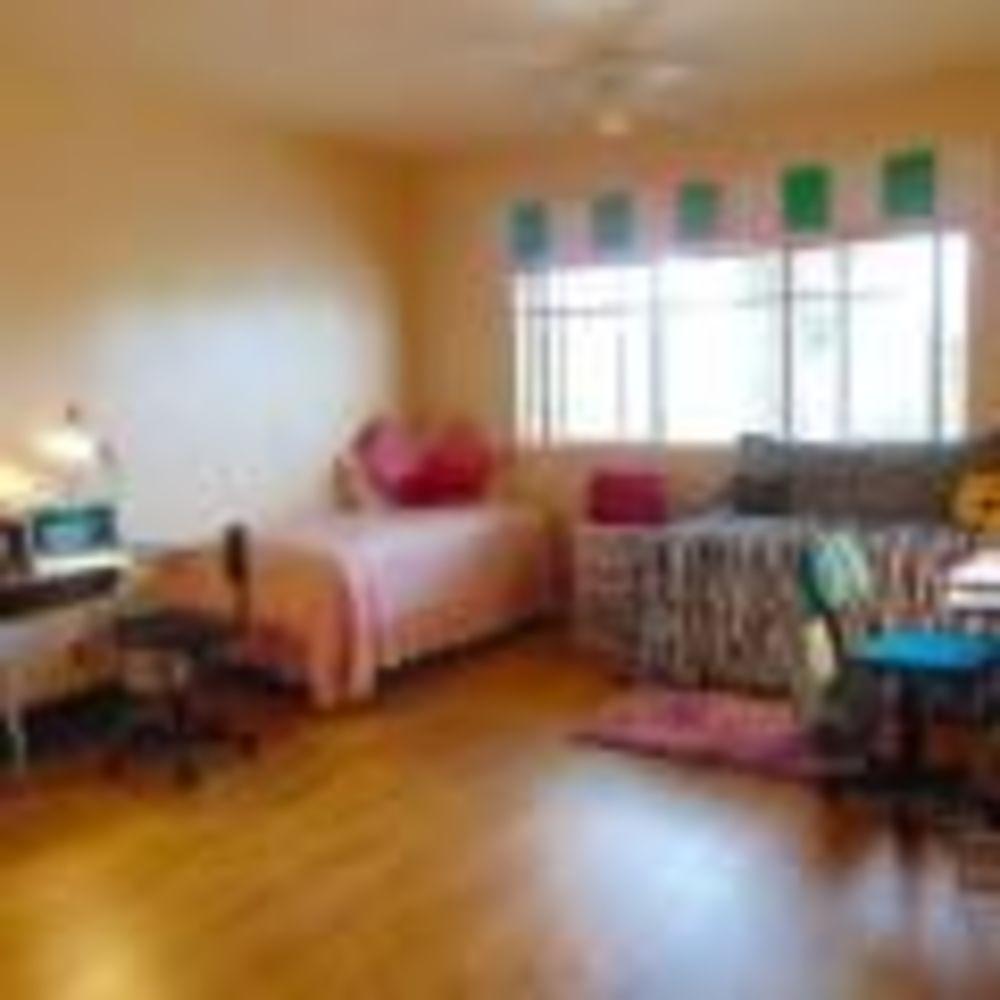 Ribet Academy спальня в резиденции
