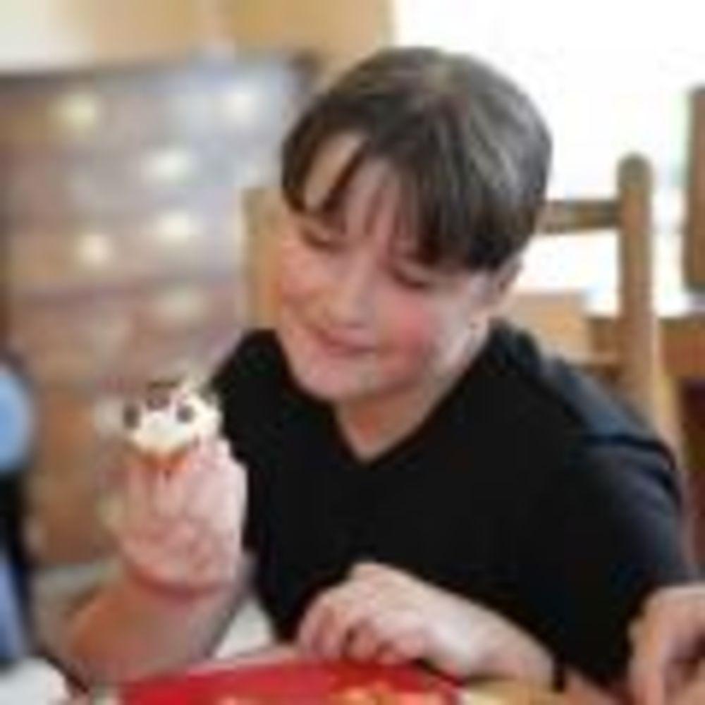 Saint Felix School ребенок ест