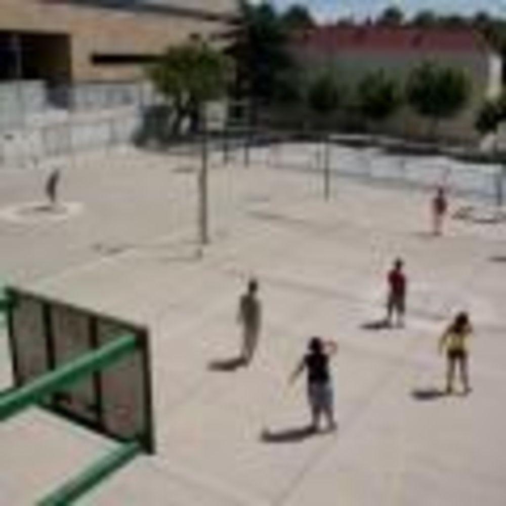 дети на спортивной площадке в лагере Salamanca, Enfocamp