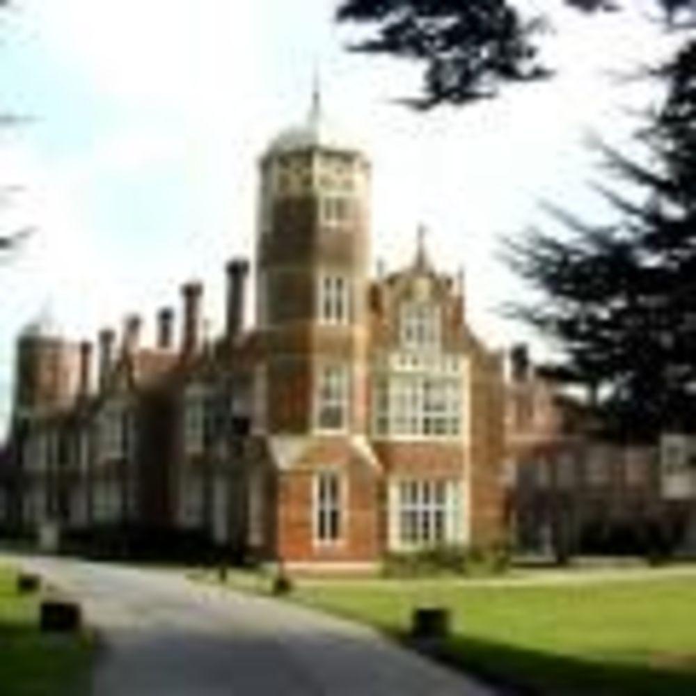 территория школы Cobham Hall