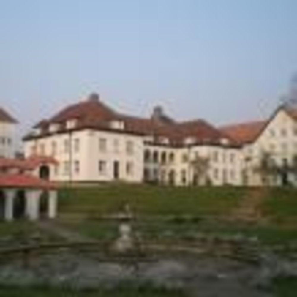 Школа Downe House. Аспект - Обучение за рубежом