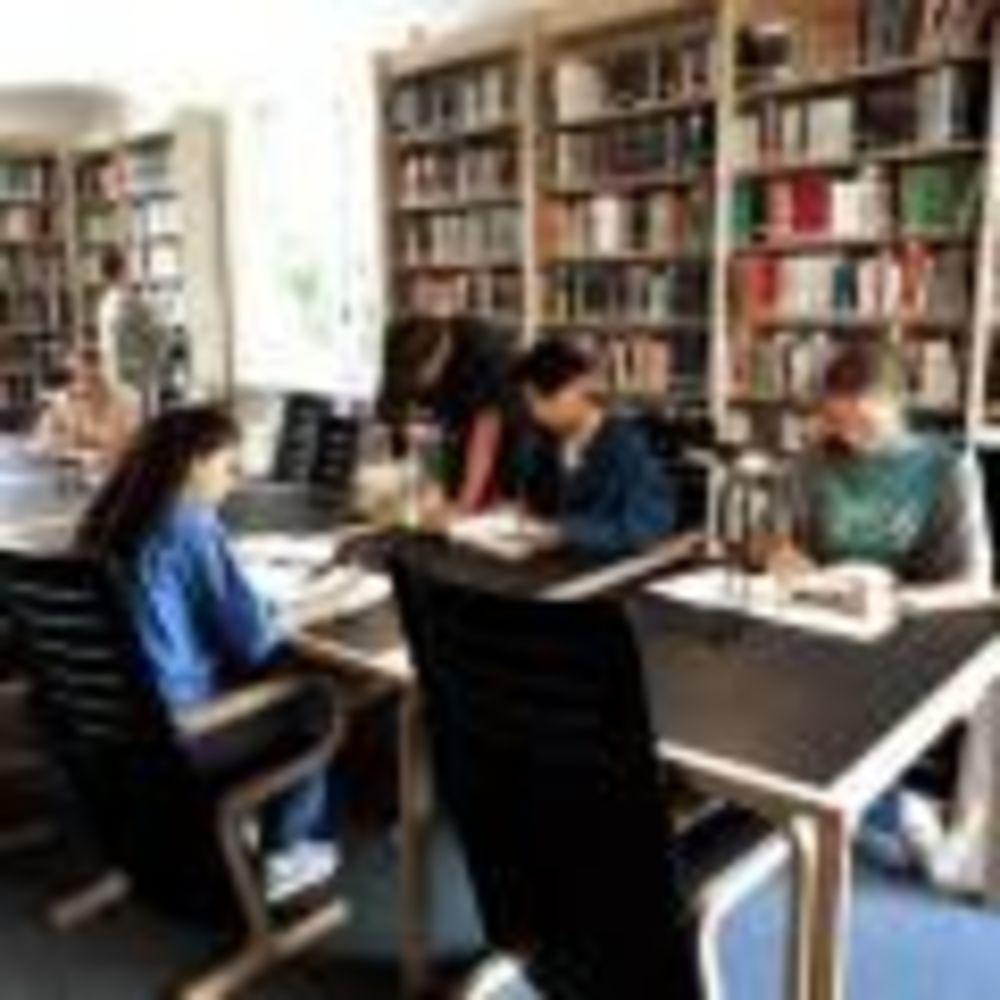St. Clare's, Oxford библиотека