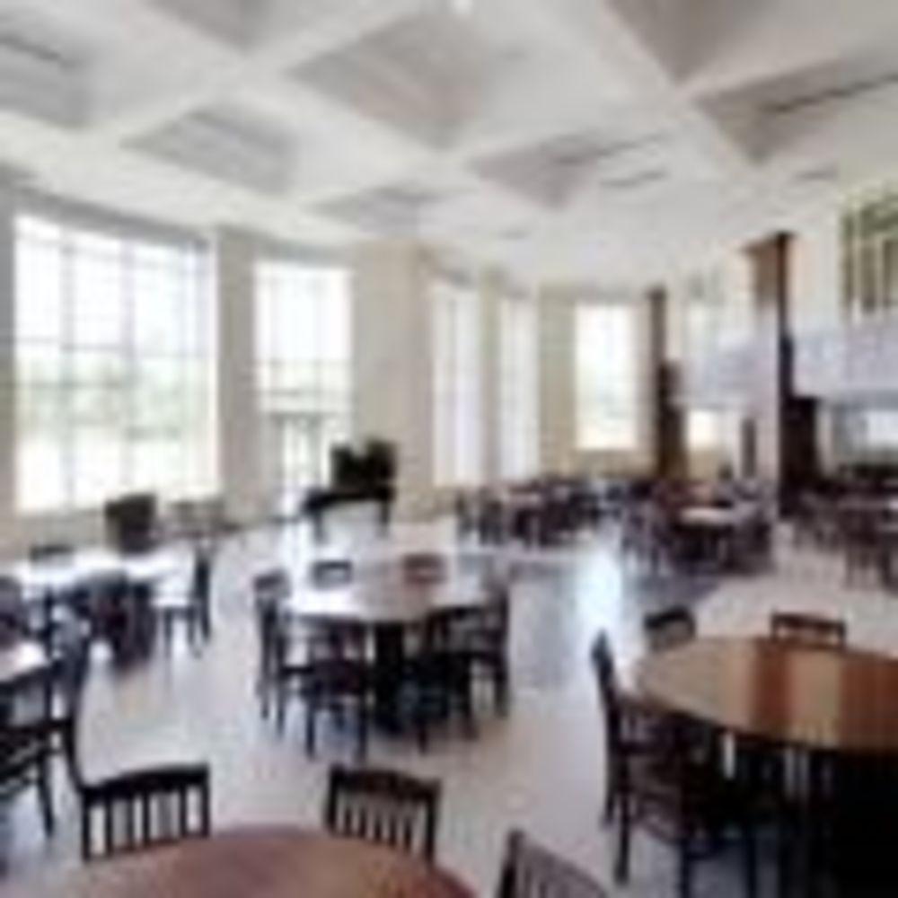 столовая в школе Ashbury College