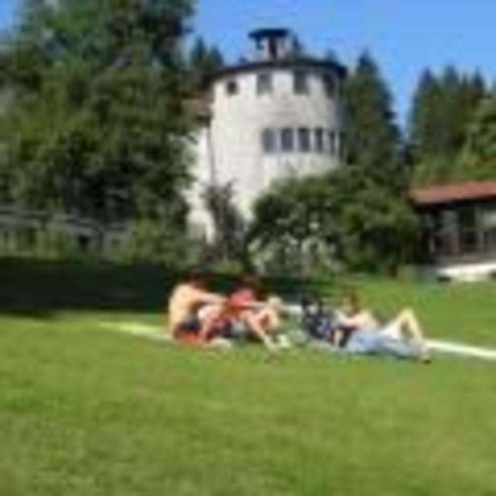 студенты на природе в лагере Lindenberg, Humboldt – Institut