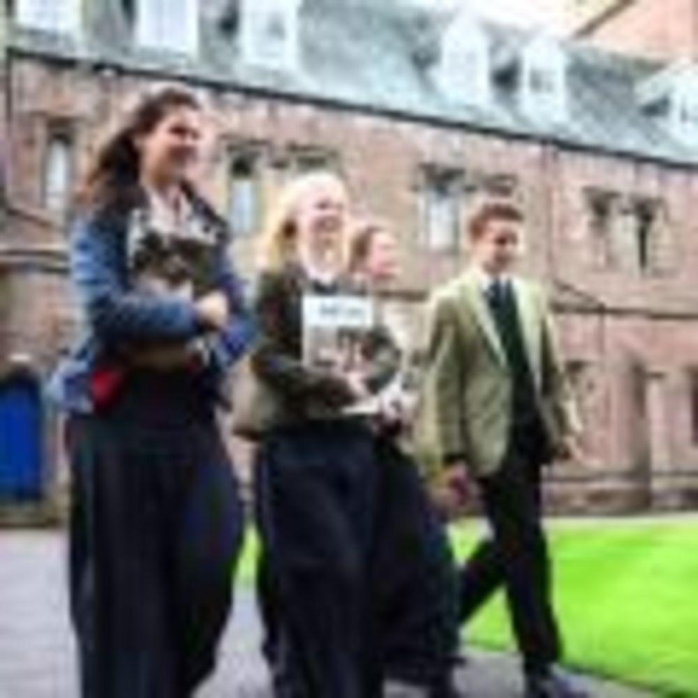 студенты Glenalmond College