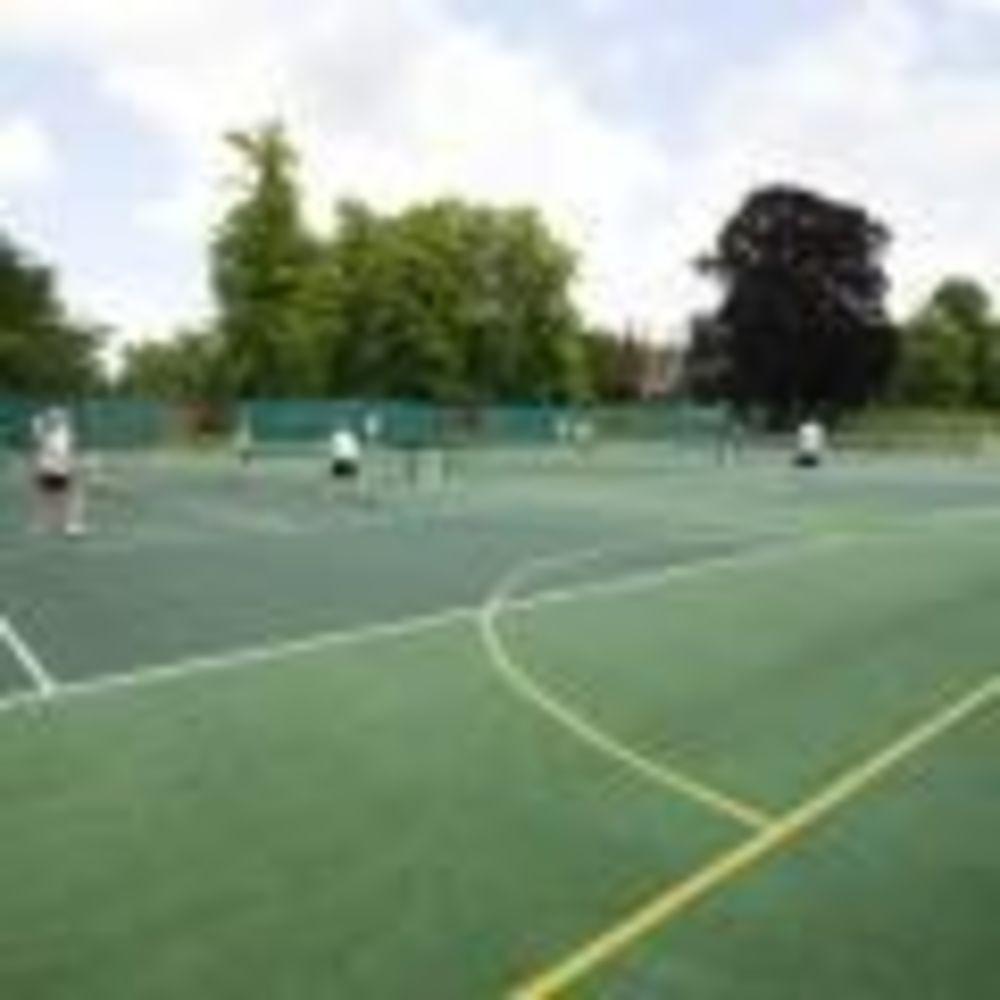 Теннисные корты Cheltenham College
