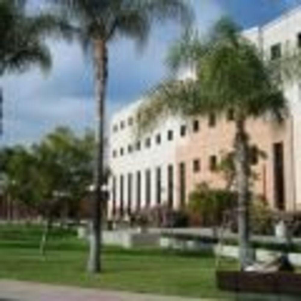 территория California State University, Northridge St Giles Summer