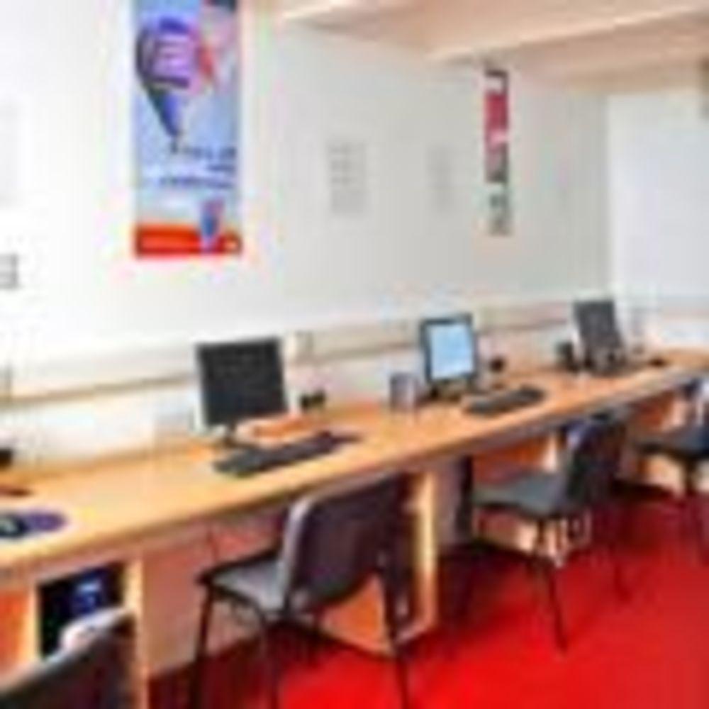 компьютерные классы на Мальте Cavendish School of English Malta