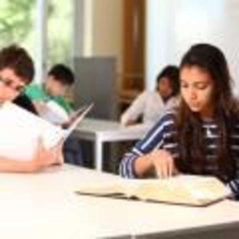 заняття в школі St Giles Toronto на кампусі St Andrew's College