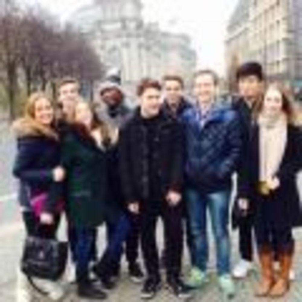 ученики школы Earlscliffe College на экскурсии