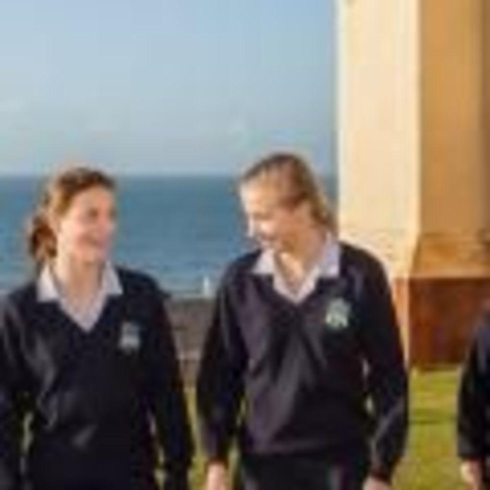 ученики в школе Roedean School