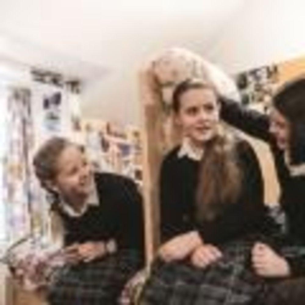 ученицы в резиденции школы Strathallan School