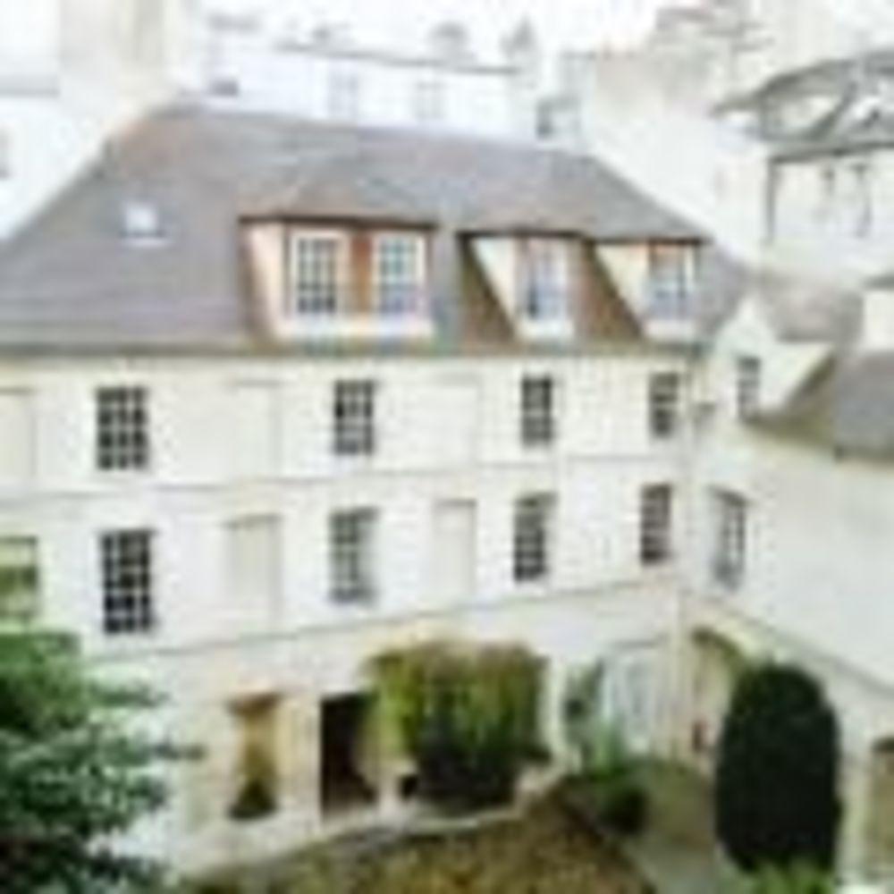 вид на здание школы OISE в Париже