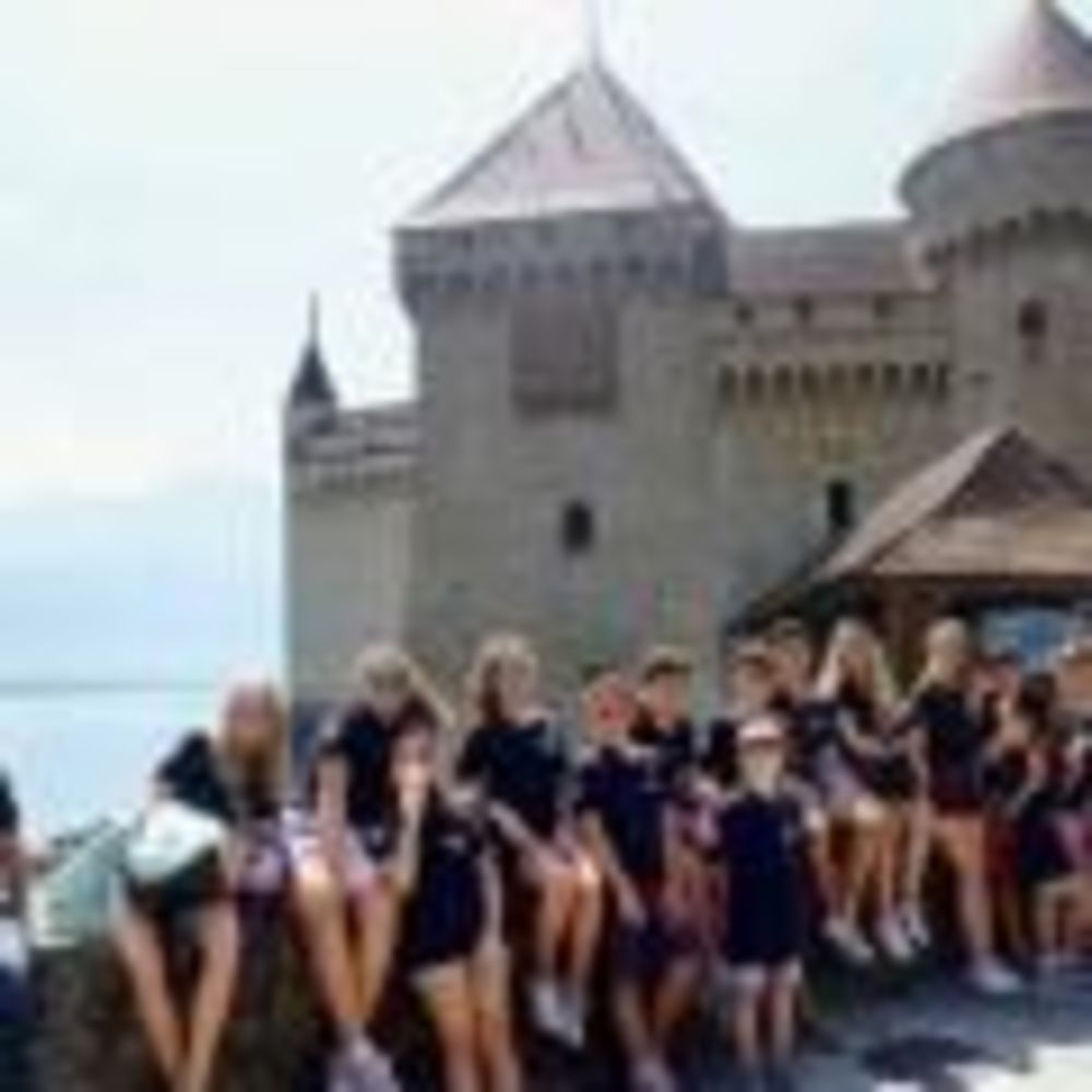 Замок Brilliantmont Summer Camp
