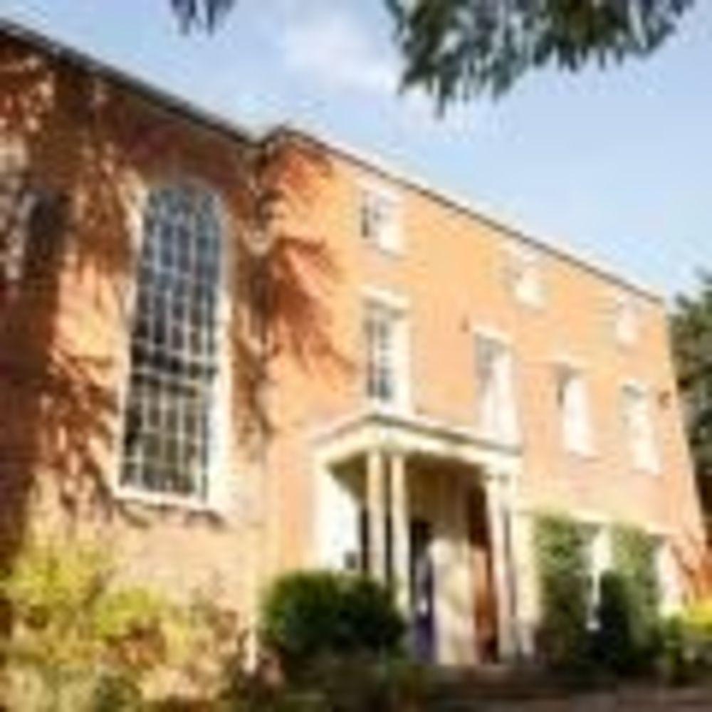 здание школы Brooke House College