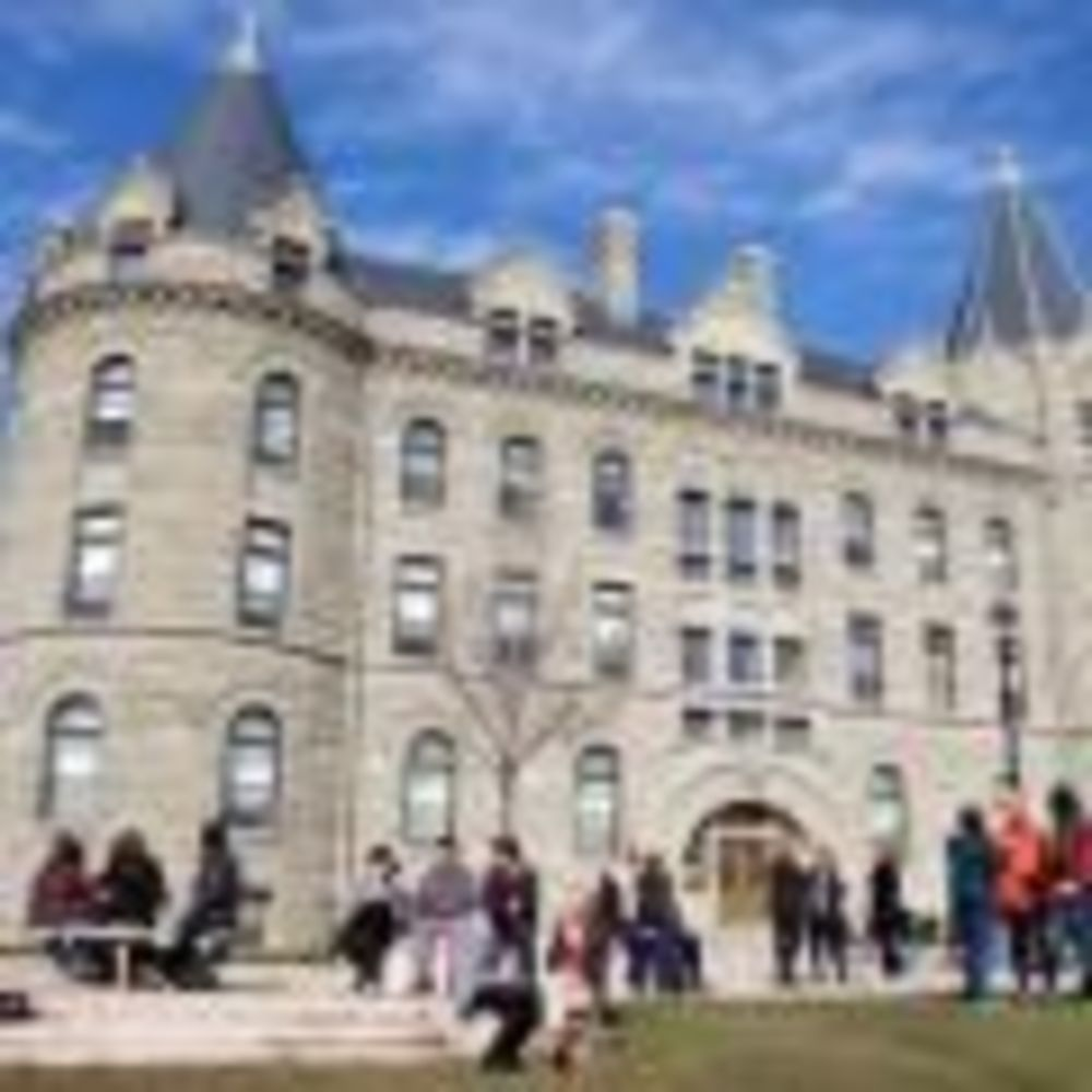 здание школы University of Winnipeg - Collegiate