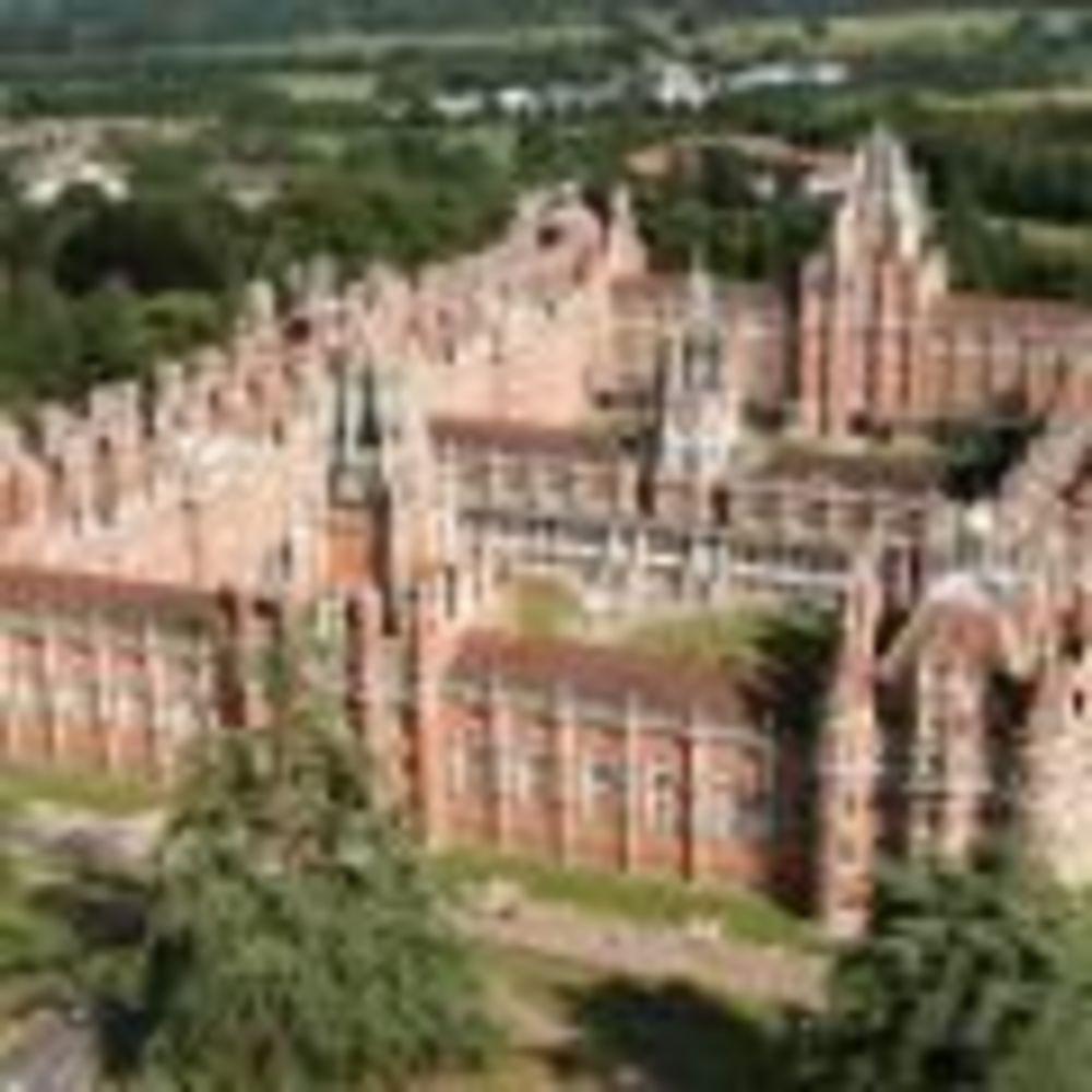 Здание Royal Holloway University